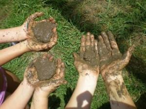 mud pies hands